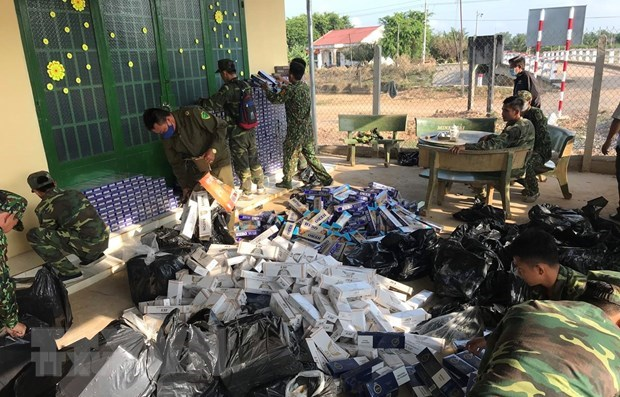 Customs sector handles 1,148 smuggling cases in April hinh anh 1