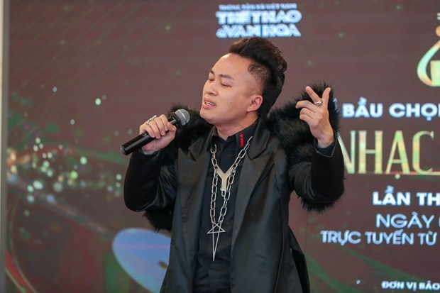 Divo Tung Duong wins three major prizes at 2021 Devotion Music Awards hinh anh 2
