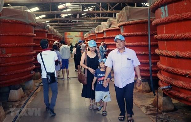 Phu Quoc works to popularise fish sauce making trade hinh anh 1
