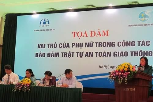 Forum discusses improving women's role in traffic safety hinh anh 1