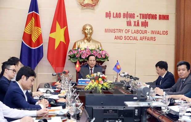 ASEAN members seek to minimise impacts of COVID-19 on employment hinh anh 1