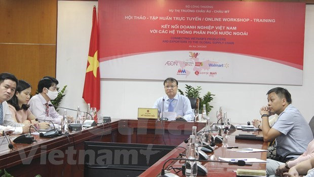 Vietnamese goods see increasing presence in foreign-owned supermarkets hinh anh 2