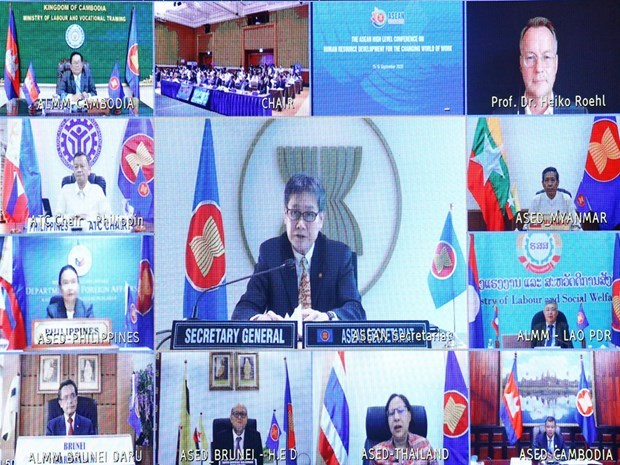 Human resource development key to prosperity of ASEAN Community hinh anh 3
