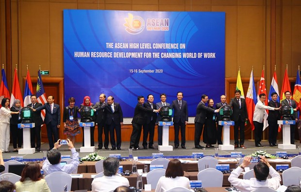 Human resource development key to prosperity of ASEAN Community hinh anh 1