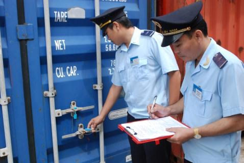 Customs force to crack down origin frauds, illegal transshipment hinh anh 1
