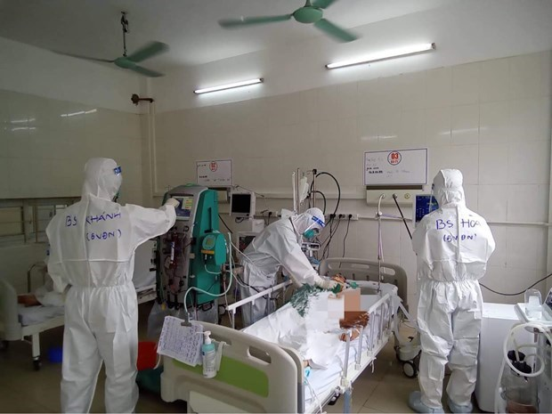 COVID caseload surpasses 10,000, Vietnam strives to curb the pandemic hinh anh 3