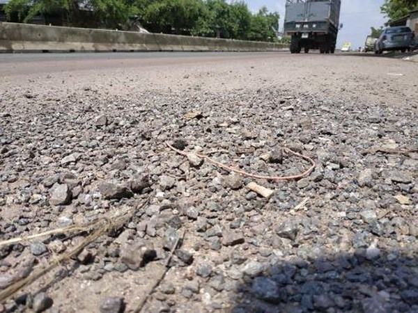 Minister: repairing downgraded roads needed to ensure traffic hinh anh 1