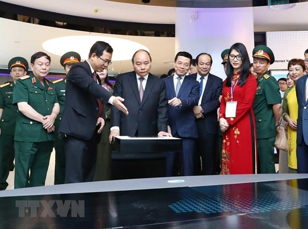 Viettel urged to enter world top 10 telecom firms by 2025 hinh anh 2