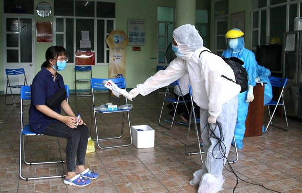 Journalists at frontline of COVID-19 pandemic fight hinh anh 1