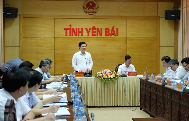 Official asks for efforts to support contestants at high-school exam hinh anh 1