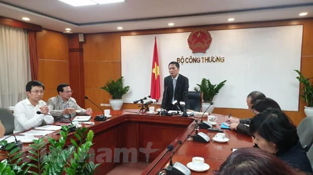MoIT convenes urgent meeting to prevent goods shortage, price surge hinh anh 1