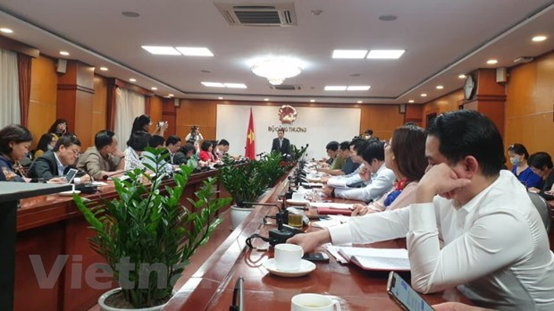 MoIT convenes urgent meeting to prevent goods shortage, price surge hinh anh 3