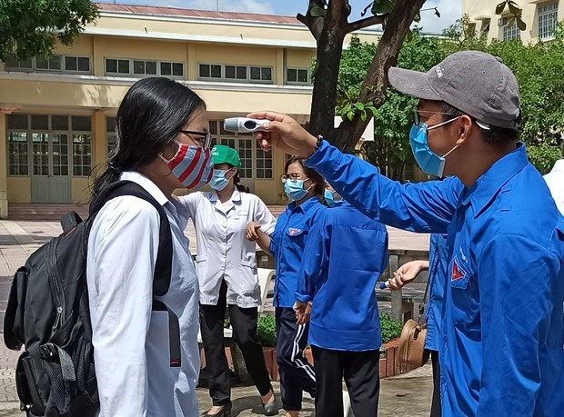 Joint efforts made to ensure safe high-school graduation exam amidst COVID-19  hinh anh 1