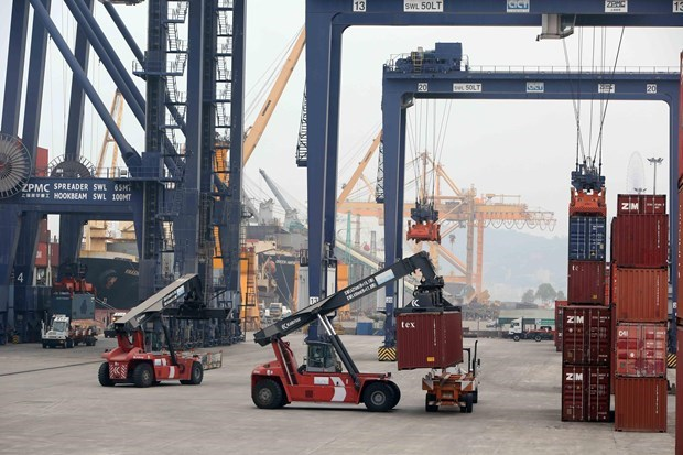 Foreign trade turnover expected to rise 1 percent with customs bond hinh anh 1
