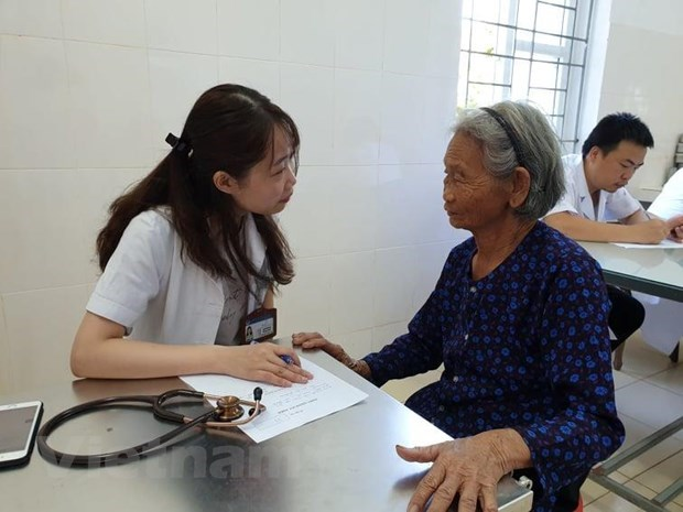 Health management staff training programme to meet regional standards hinh anh 1