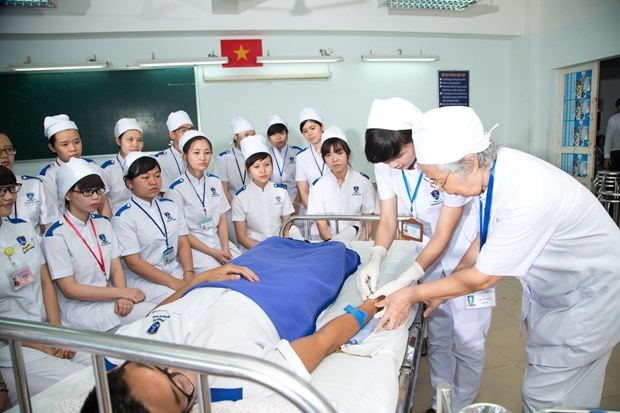 Health management staff training programme to meet regional standards hinh anh 2