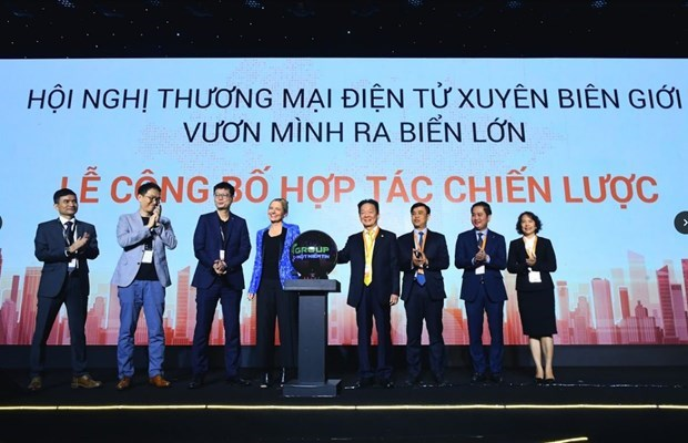 Amazon officially enters Vietnam by teaming up with T&T, SHB hinh anh 1