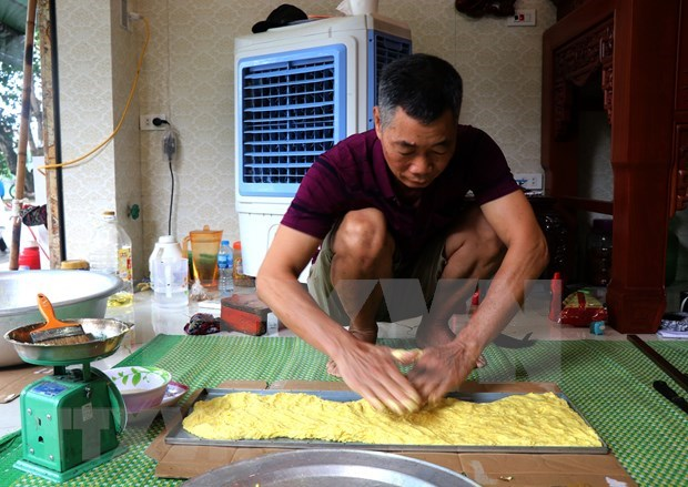 """Dinh Bang """"phu the"""" cake - a symbol for eternal love, family happiness hinh anh 4"""