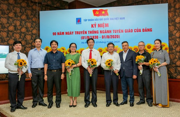 Oil-gas industry enhances education-popularisation work hinh anh 1