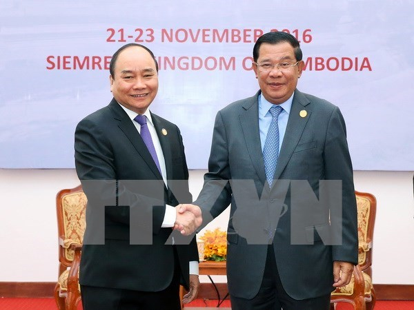 PM affirms wish to develop stronger ties with Cambodia hinh anh 1