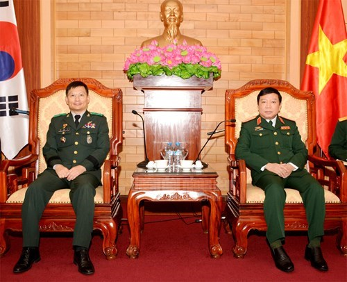 More mutual visits to promote Vietnam-RoK defence relations hinh anh 1