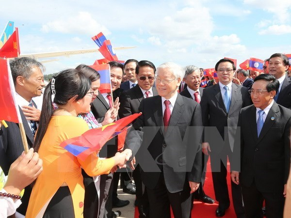 Party chief meets Lao Prime Minister hinh anh 1