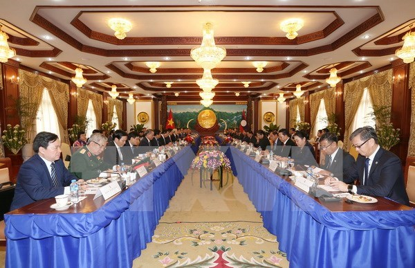 Vietnam, Laos sign seven cooperation documents hinh anh 1