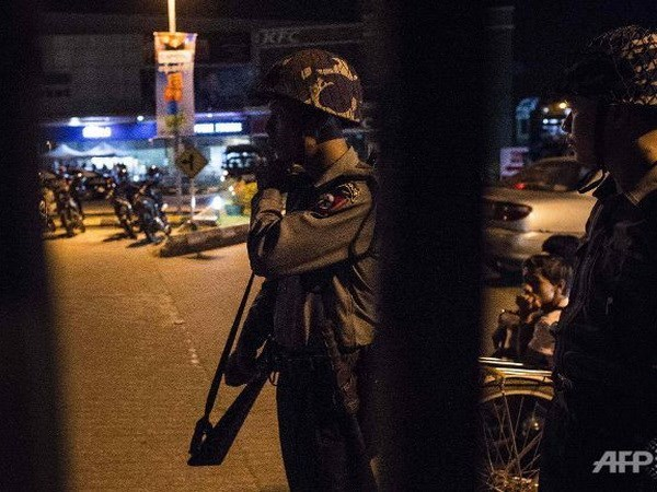 Explosions at Myanmar's Yangon regional government office hinh anh 1