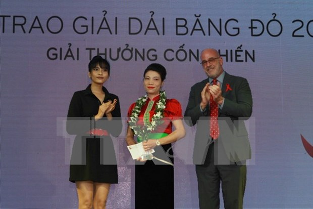 Contributors to HIV fight honoured with Red Ribbon Awards hinh anh 1