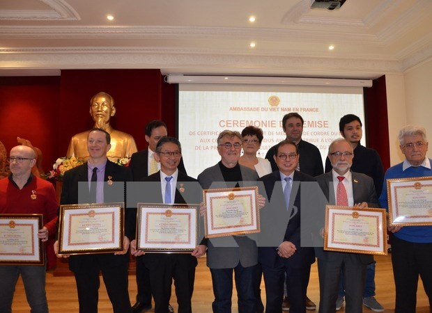 French organisations, individuals honoured by Vietnamese ministry hinh anh 1