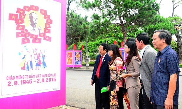 Gia Lai holds exhibition to mark national resistance day hinh anh 1