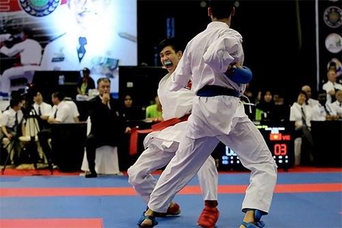 Vietnamese karate athletes shine at Asian youth champs hinh anh 1