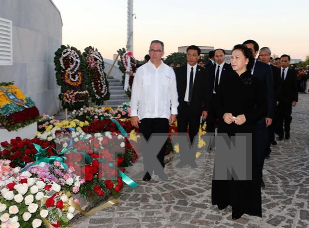 NA Chairwoman pays tribute to Cuba revolutionary leader hinh anh 1