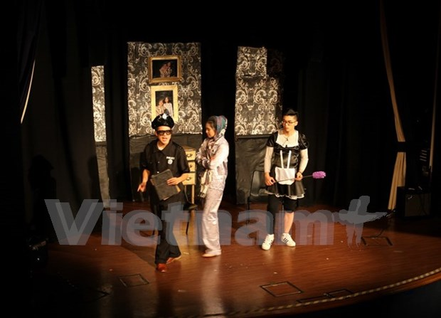 Vietnamese students' art performance held in UK hinh anh 1