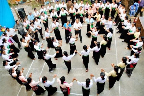 Seminar studies Vietnamese ethnic dancing hinh anh 1