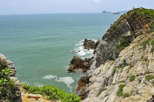 More tourists flock to Quan Lan island in Quang Ninh hinh anh 1