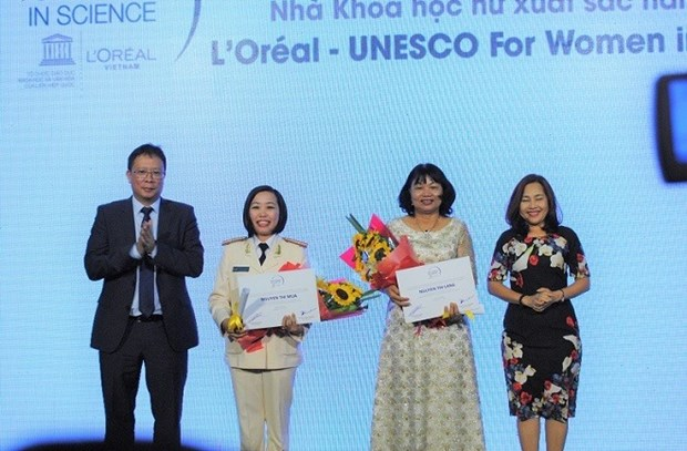 Fellowships awarded to female scientists hinh anh 1