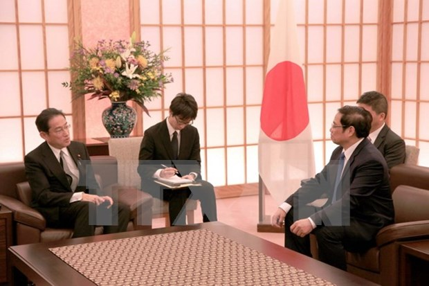 PM Abe wants closer ties between Japanese, Vietnamese parties hinh anh 2