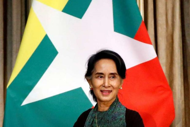 Myanmar's Suu Kyi visits Singapore hinh anh 1