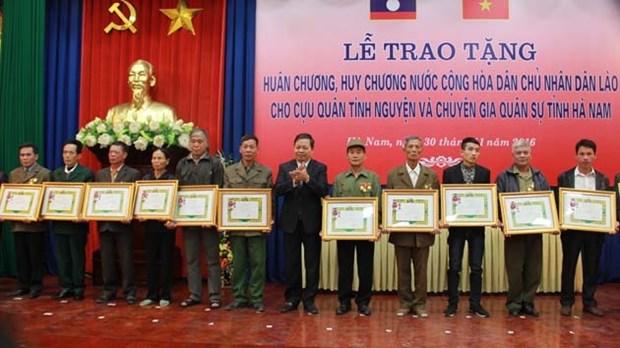 Ha Nam volunteer soldiers honoured with Lao orders, medals hinh anh 1
