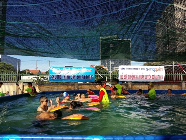 Students in Da Nang to receive free swimming training hinh anh 1