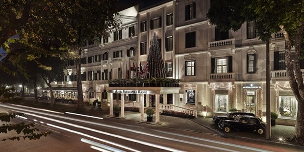 Hotels light up Christmas trees hinh anh 1