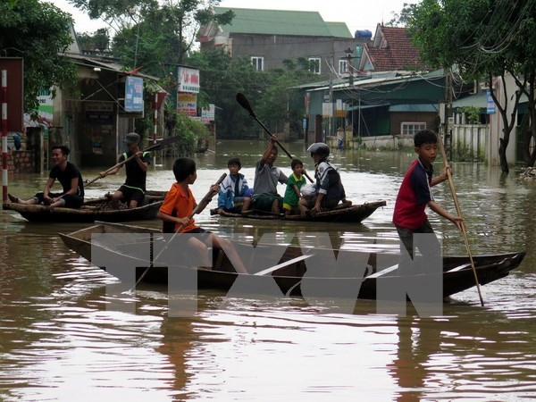 Heavy rains wreak havoc in central provinces hinh anh 1