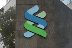 Singapore fines 1MDB-linked British banks hinh anh 1