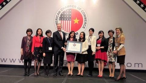 Microsoft Vietnam gets AmCham award hinh anh 1