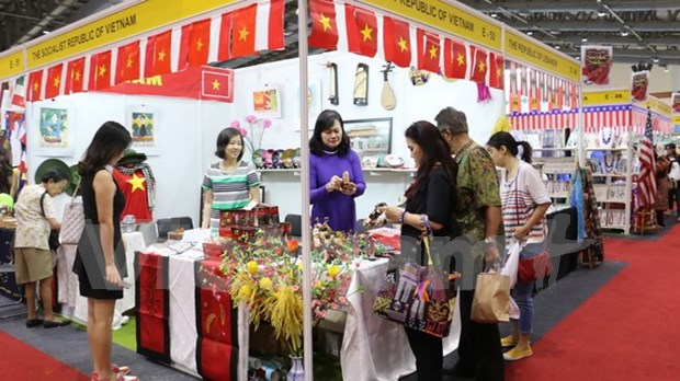 Vietnam joins charity fair in Indonesia hinh anh 1