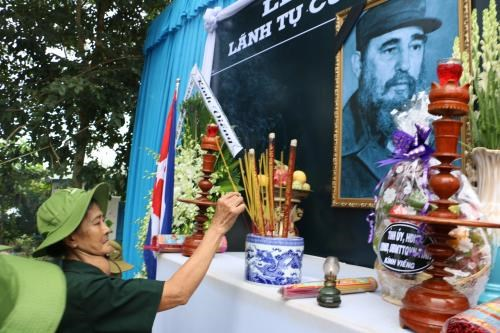 Ben Tre's people commemorate Cuban leader Fidel Castro hinh anh 1