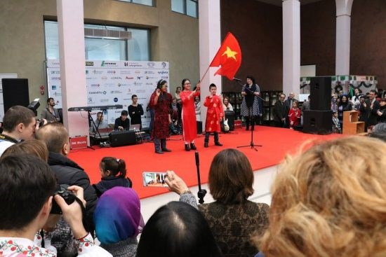 Vietnam joins charity fair in Ukraine hinh anh 1