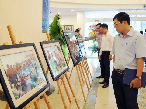 Photos on Truong Sa exhibited in Thai Nguyen hinh anh 1