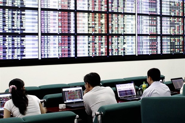 Share declines, foreign sells calm hinh anh 1